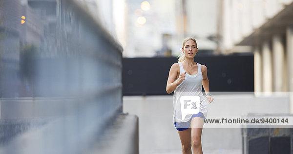 Frau,Straße,rennen,Großstadt