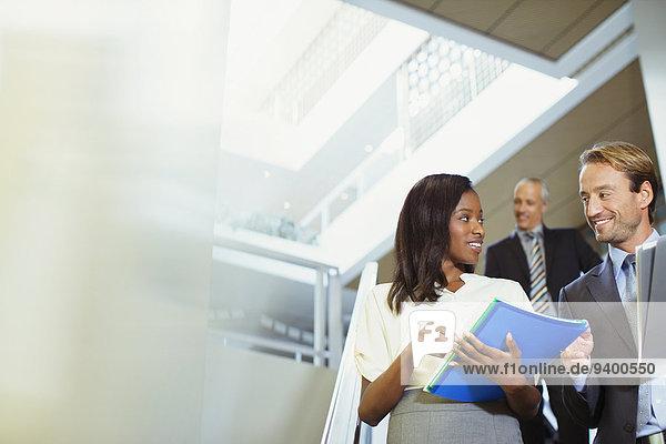 sprechen,Mensch,Büro,Menschen,Gebäude,Business