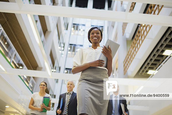 Mensch,Büro,Menschen,gehen,Gebäude,Business