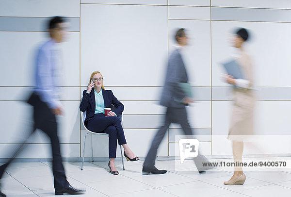 Handy,Geschäftsfrau,sprechen,Büro