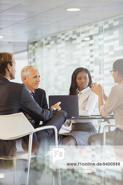 sprechen,Mensch,Büro,Menschen,Gebäude,Geschäftsbesprechung,Besuch,Treffen,trifft,Business