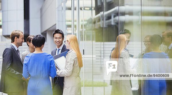 Außenaufnahme,sprechen,Mensch,Büro,Menschen,Gebäude,Business