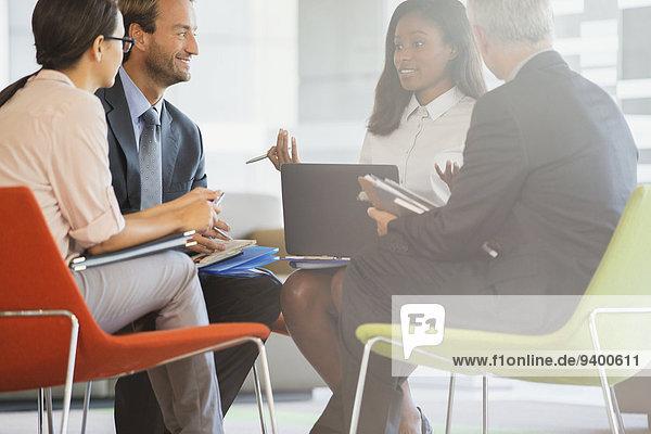 Mensch,Büro,Menschen,Gebäude,Geschäftsbesprechung,Besuch,Treffen,trifft,Business