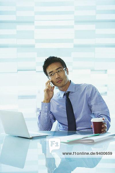 benutzen,Notebook,Geschäftsmann,Gebäude,Cafe,Büro
