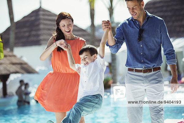 Junge - Person,klein,Menschliche Eltern,Schwimmbad,Spaß