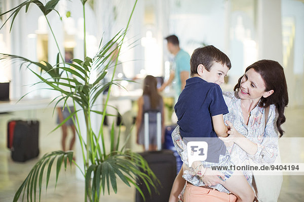 Eingangshalle,tragen,Sohn,Hotel,Mutter - Mensch