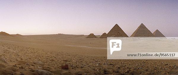 pyramidenförmig,Pyramide,Pyramiden,Kairo,Hauptstadt,Ägypten