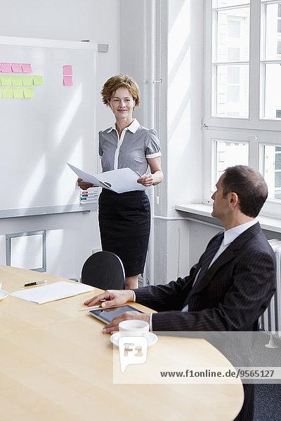 Geschäftsfrau,Geschäftsmann,Besuch,Treffen,trifft
