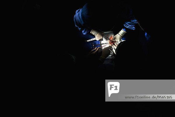 Patientin,Detail,Details,Ausschnitt,Ausschnitte,Teamwork,Chirurgie,handhaben