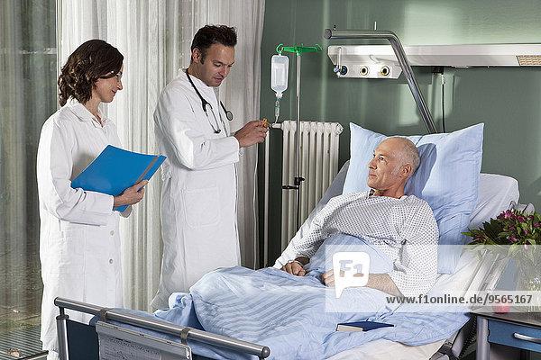 Patientin,Krankenzimmer,Arzt,Krankenhaus,2
