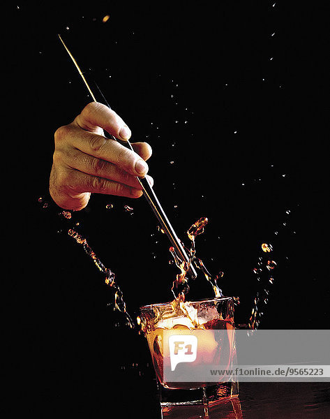 über,Eis,schwarz,Hintergrund,heraustropfen,tropfen,undicht,Whiskey