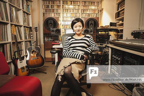 sitzend,Portrait,Frau,Musik,Hoffnung,Studioaufnahme,Klassisches Konzert,Klassik