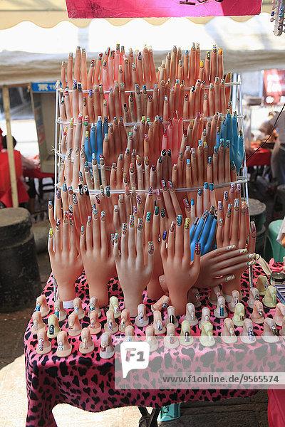 zeigen,streichen,streicht,streichend,anstreichen,anstreichend,Laden,Menschlicher Fingernagel,Menschliche Fingernägel,künstlich