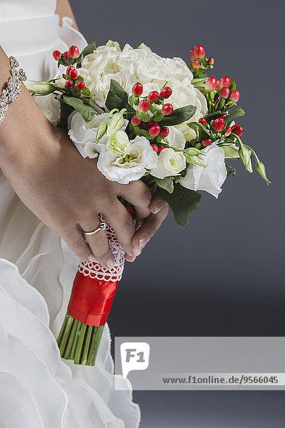Blumenstrauß,Strauß,grau,Mittlerer Ausschnitt,Braut,halten,Hintergrund