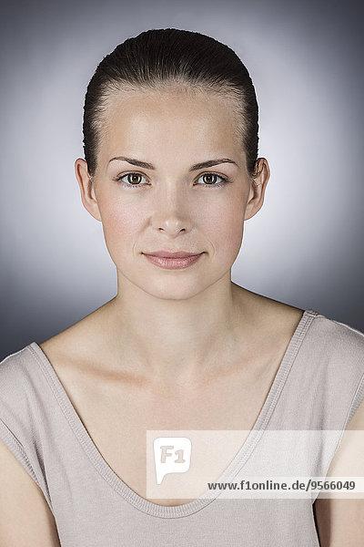 junge Frau,junge Frauen,Portrait,Schönheit,grau,Hintergrund,Close-up,close-ups,close up,close ups