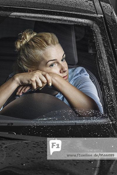 angelehnt,Frau,sehen,Langeweile,Auto,steuern,wegsehen,Reise,Rad