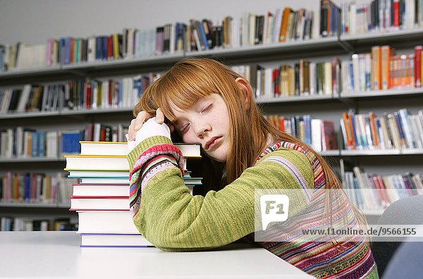 Haufen,nehmen,Buch,dösen,Bibliotheksgebäude,Mädchen