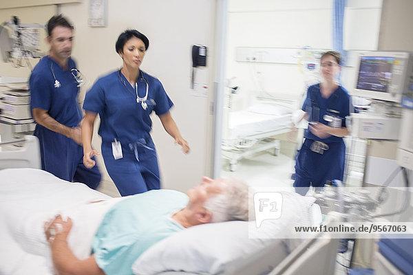 Patientin,Rettung,Arzt,Krankenhaus,Hektik,Druck,hektisch