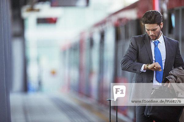 Prüfung,Geschäftsmann,Haltestelle,Haltepunkt,Station,Zug,Schiffswache
