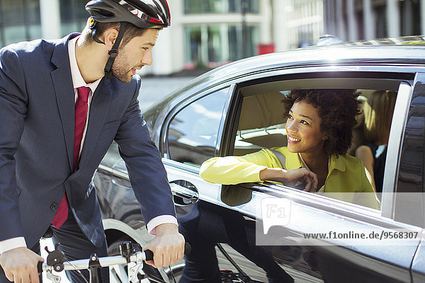 Frau,sprechen,Geschäftsmann,Auto,Fahrrad,Rad