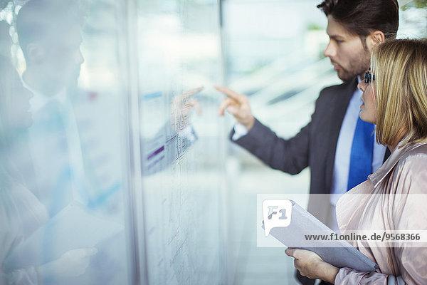 Mensch,Menschen,Transport,Business,vorlesen,Terminplanung,Haltestelle,Haltepunkt,Station