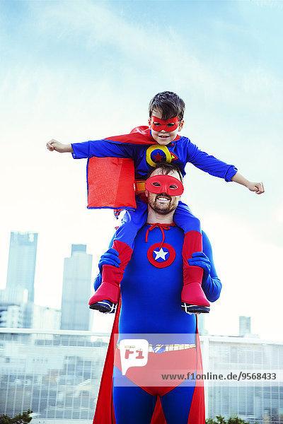 Dach,tragen,Menschlicher Vater,Sohn,Superheld,Großstadt,Menschliche Schulter,Schultern