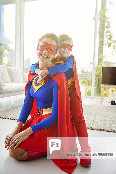 lächeln,Sohn,Zimmer,Superheld,Wohnzimmer,Mutter - Mensch
