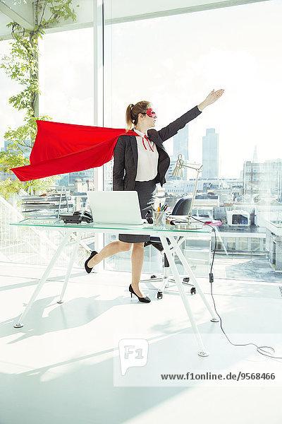 Geschäftsfrau,Vorbereitung,Büro,Maske