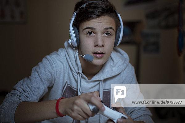 Jugendlicher,Junge - Person,Headset,Spiel,Camcorder,spielen