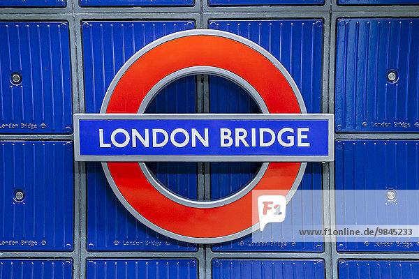 england europa gro britannien london underground schild an der station london bridge u bahn. Black Bedroom Furniture Sets. Home Design Ideas