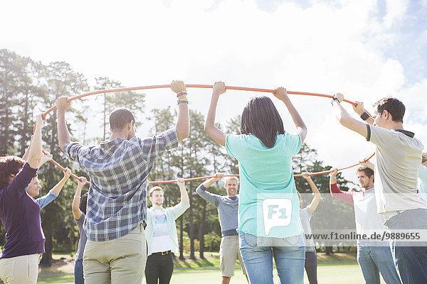 Teamwork,Verbindung,Feld,Kreis,Form,Formen,Kunststoff,Sonnenlicht,einlochen