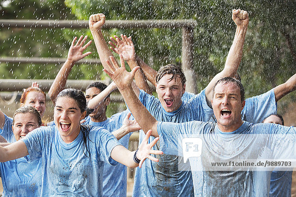 Teamwork,Begeisterung,Sperre,jubeln,Stiefel,Regen,camping,Kurs