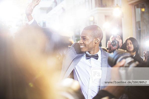 Fest,festlich,lächeln,Wahrzeichen,winken,Fotograf,Paparazzo