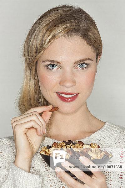 Portrait,Frau,Schönheit,Frucht,essen,essend,isst,getrocknet
