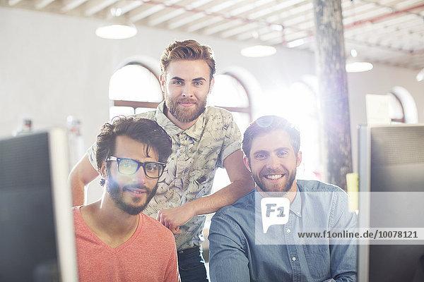Portrait,Geschäftsmann,Freizeitbekleidung,lächeln,Büro