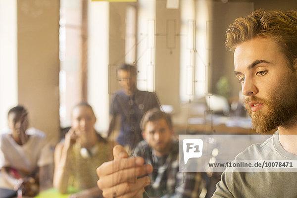 Geschäftsmann,Freizeitbekleidung,Glas,erklären,Besuch,Treffen,trifft,Diagramm