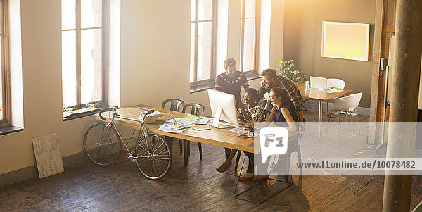 Computer,Mensch,Freizeitbekleidung,Büro,Menschen,Geschäftsbesprechung,Besuch,Treffen,trifft,Business