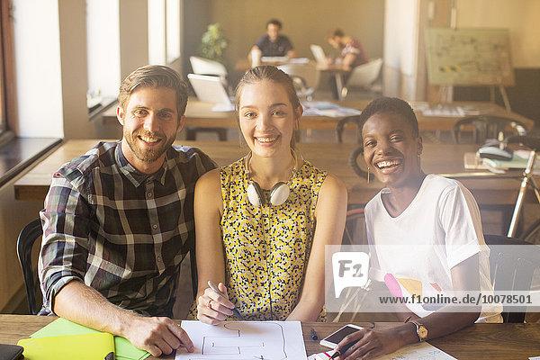 Portrait,Mensch,Kreativität,Büro,Menschen,lächeln,arbeiten,Business