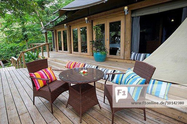 baumhaus bucht entspannung fiji reichtum zelt zimmer lizenzpflichtiges bild bildagentur. Black Bedroom Furniture Sets. Home Design Ideas