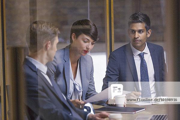 Mensch,unterhalten,Menschen,Geschäftsbesprechung,Besuch,Treffen,trifft,Business,Schreibarbeit