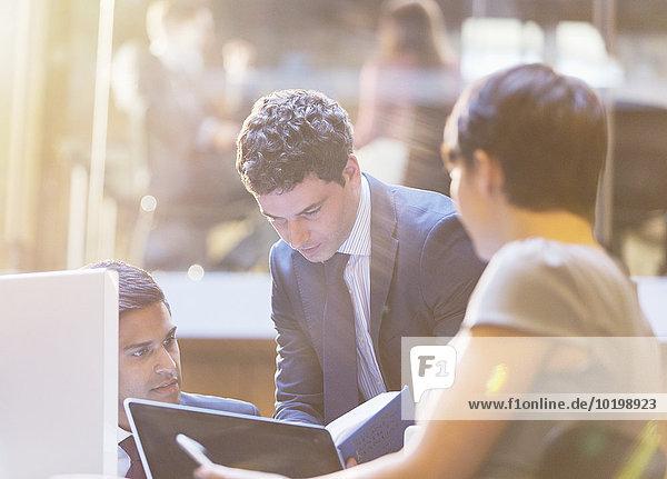 Mensch,Menschen,arbeiten,Geschäftsbesprechung,Besuch,Treffen,trifft,Business