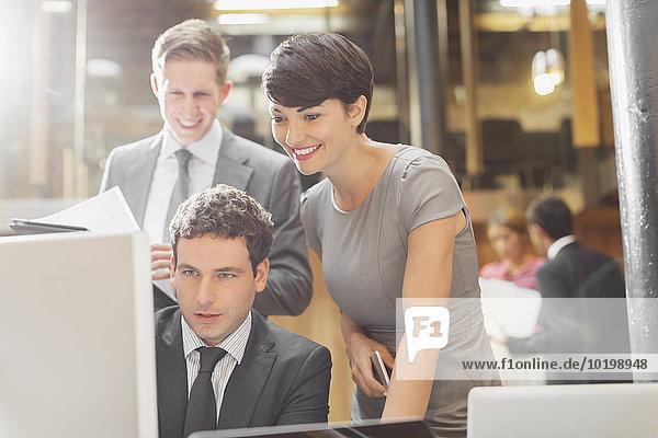 Computer,Mensch,Büro,Menschen,lächeln,arbeiten,Business