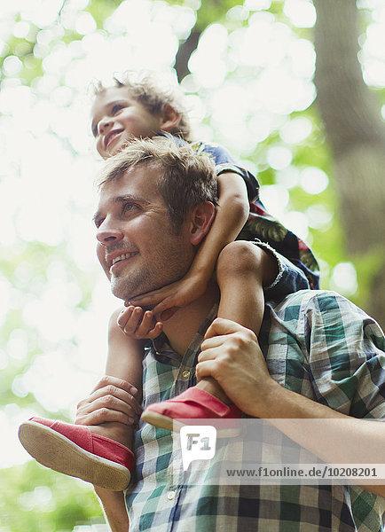 tragen,Menschlicher Vater,Sohn,Menschliche Schulter,Schultern