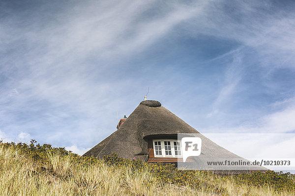 deutschland europa h rnum schleswig holstein sylt reetdachhaus lizenzpflichtiges bild. Black Bedroom Furniture Sets. Home Design Ideas