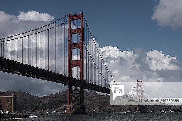 niedrig,Wolke,Himmel,über,Fluss,Ansicht,Flachwinkelansicht,Winkel,Golden Gate Bridge
