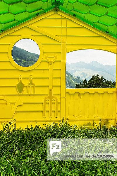 Berg,Außenaufnahme,Fenster,Wohnhaus,gelb,Spiegelung,Reflections