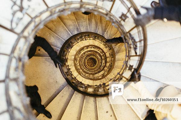 hoch,oben,spiralförmig,spiralig,Spirale,Spiralen,spiralförmiges,Mensch,Menschen,über,Treppenhaus,Bewegung,schießen,gerade,Basilika
