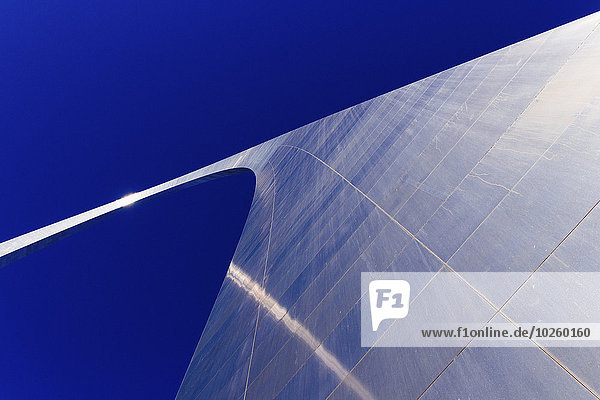 niedrig,durchsichtig,transparent,transparente,transparentes,Himmel,Brücke,blauer Himmel,wolkenloser Himmel,wolkenlos,blau,Eingang,Ansicht,Flachwinkelansicht,Winkel