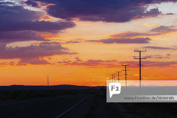 Wolke,Sonnenuntergang,Silhouette,Himmel,Fernverkehrsstraße,Feld