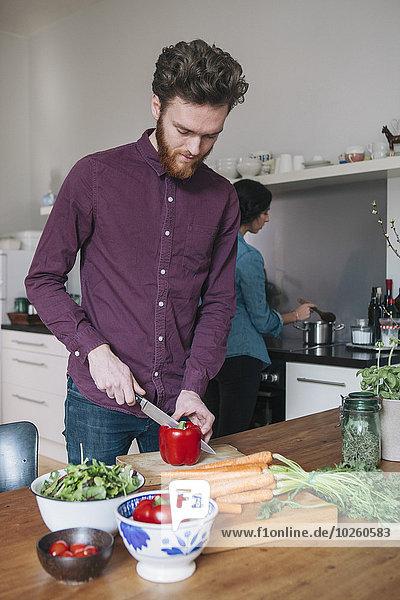 Frau,Mann,Küche,Hintergrund,rot,jung,Peperoni,hacken,Tisch,Glocke